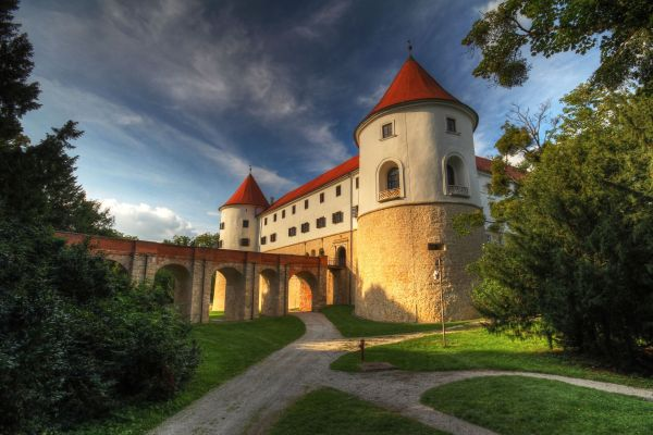 Halloween package at the Mokrice Castle****
